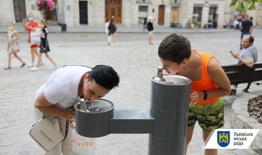 У Львові на площі Ринок запрацював питний фонтанчик