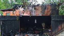У Бродах на Львівщині у гаражі згоріла приватна автівка