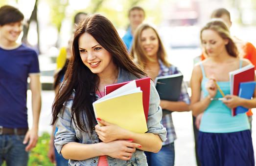 Частина українських студентів почне навчання 1 вересня, а частина – 15