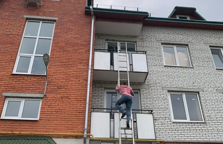 У Дрогобичі на Львівщині психічно хвора жінка погрожувала підірвати багатоквартирний будинок