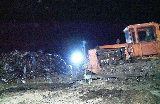 Львівське сміття знову опинилось на Вінниччині. Вантаж «із запахом» затримала поліція.