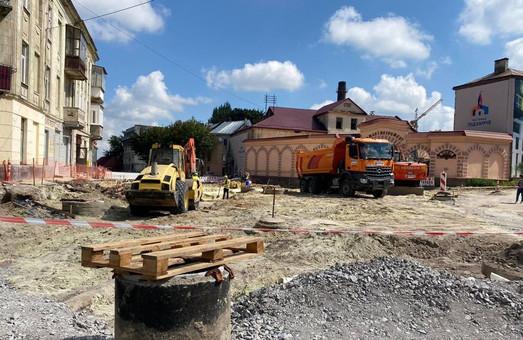 У Львові ремонт вулиці Богдана Хмельницького йде із випередженням графіку