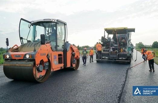 На Львівщині ремонтують автодорогу між Миколаєвом і Бібркою