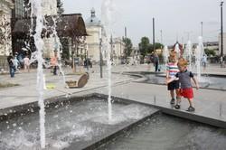 Перед головним вокзалом Львова запрацював новий фонтан (ФОТО)