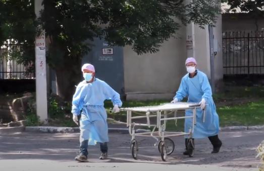 В лікарнях Львівщини із приводу COVID-19 лікується майже 1350 осіб