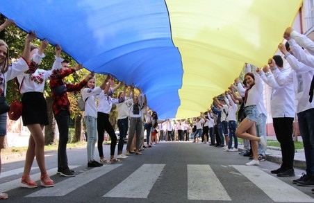 У Дрогобичі на Львівщині День Державного Прапора України відсвяткують просто неба