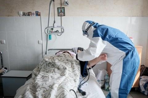Найбільше нових випадків COVID-19 в Україні 18 серпня зафіксували на Харківщині. Львівщина третя у списку