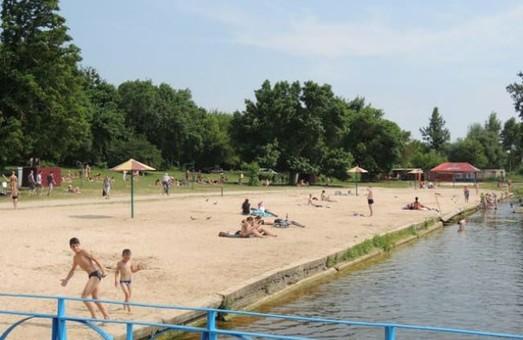 Мешканцям Львівщини радять, як вберегтися від інфікування COVID-19 та іншими захворюваннями під час відпочинку біля води