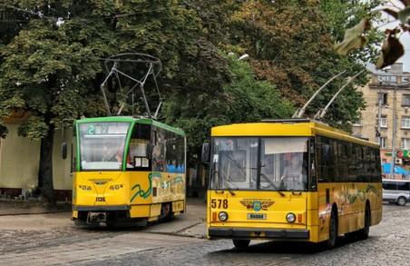 У Львові громадський транспорт працює в режимі спецперевезень, та всі пільги на проїзд діють