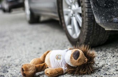 Вчора у Львові на Сихові під колесами авто ледь не загинув 10-річний хлопчик