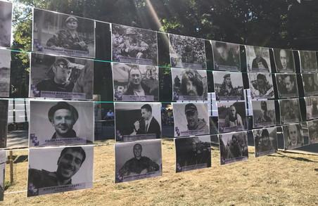 22 серпня в Парку Культури розмістили фото полеглих воїнів АТО та презентували книгу спогадів їхніх родин