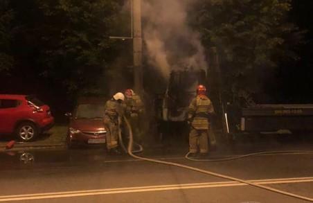 У Львові сьогодні вночі підпалили два автомобілі