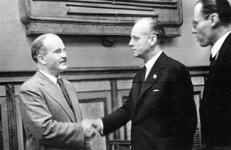 23 серпня 1939 року було підписано злочинний пакт Молотова-Ріббентропа.