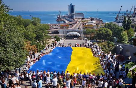 В Одесі розгорнули гігантський прапор України завдовжки 29 метрів (ФОТО, ВІДЕО)