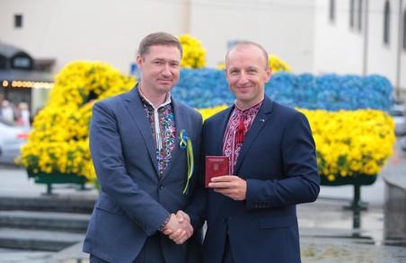 Голова Львівської ОДА Козицький нагородив вчителя зі Львова, учні якого набрали 400 балів на ЗНО