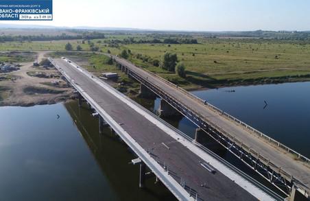 У Калуському районі на Прикарпатті завершують будівництво нового автомобільного мосту через Дністер