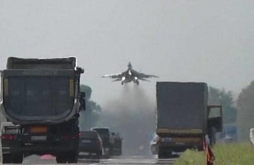 На трасу Київ – Чоп сьогодні сідатимуть військові літаки