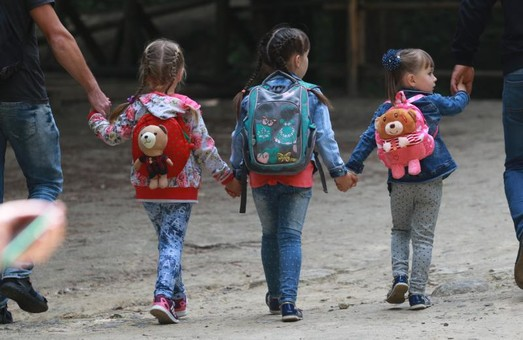 У Львові діти із соціально-незахищених сімей отримають канцелярію до школи