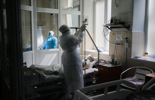 На Львівщині завантаженість лікарень, які лікують COVID-19 перевищує 50%