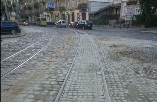 На площі Івана Франка у Львові замінили 16 метрів трамвайних колій у кривій