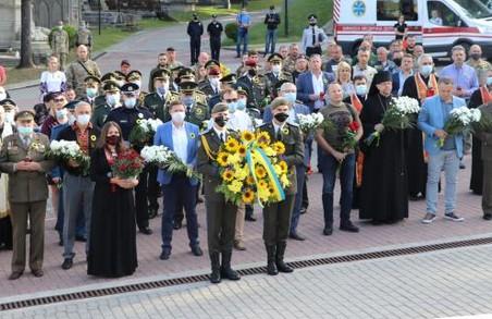 У Львові на Личаківському цвинтарі вшанували пам'ять захисників України (ФОТО)