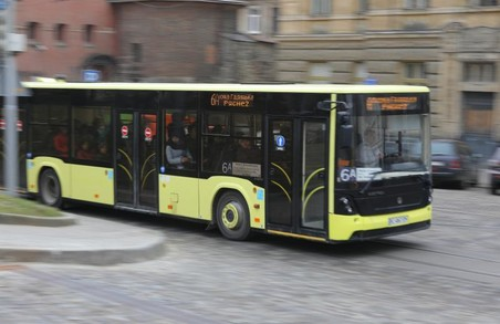 У Львові на маршруті із центру в Рясне працює більше автобусів