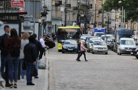 У Львові на маршрути додатково випустили майже півсотні автобусів