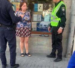 Центром Львова гуляла неадекватна жінка з ножем
