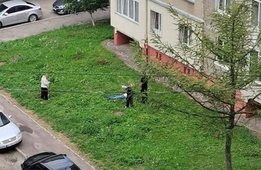 У Львові на Сихові сьогодні зранку жінка випала із вікна будинку