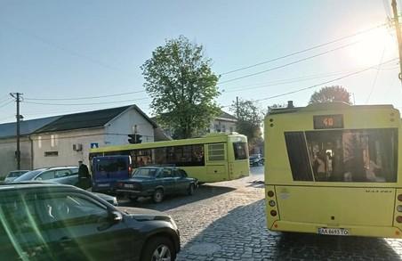 Внаслідок ДТП на вулиці Личаківській у Львові сьогодні зранку зупинився рух