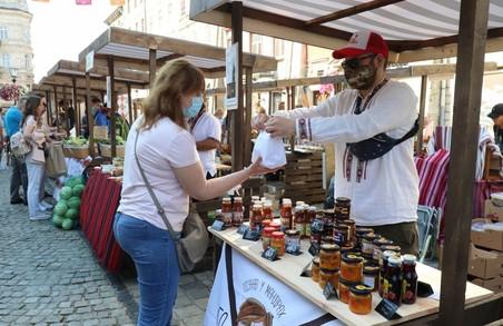 Фермерський ринок на площі Ринок у Львові працюватиме до 17 жовтня