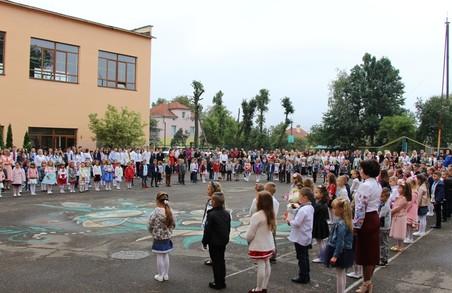 У Дрогобичі та Стебнику цьогоріч вперше за шкільні парти сіло 1099 першокласників