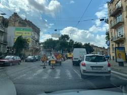 У Львові на площі Івана Франка вчора замінювали трамвайні рейки