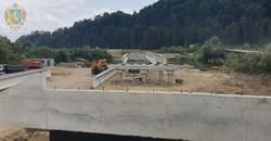 На Львівщині триває будівництво моста через Стрий у селі Крушельниця