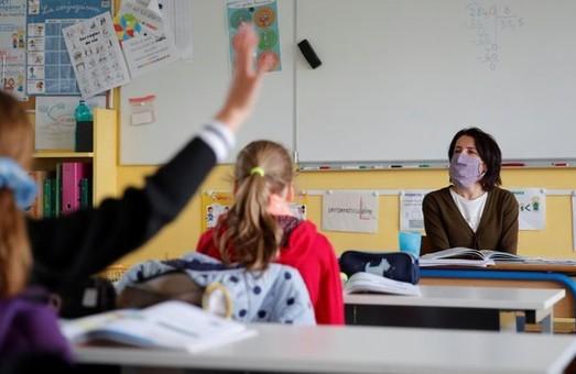 У Львівській ОДА розповіли, як діяти якщо на COVID-19 захворів вчитель, учень чи член родини учня
