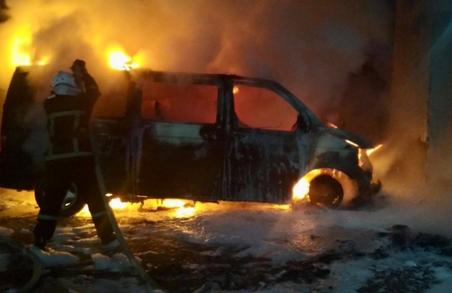 У Львові цієї ночі горіли два автомобілі