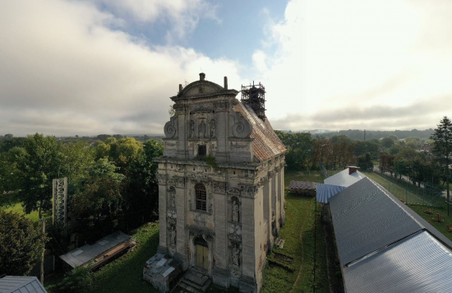 У Комарному на Львівщині будуть реставрувати костел XVII століття