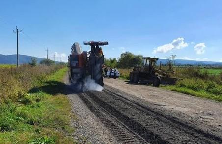 На Львівщині ремонтують автодорогу між Східницею і Верхнім Синьовидним
