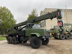 Дрогобицький завод автокранів освоїв спецтехніку для військовиків за стандартами НАТО  (ФОТО)