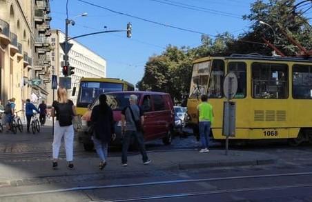 У Львові трамвай зупинив рух на перехресті Городоцької та проспектів Чорновола і Городоцької