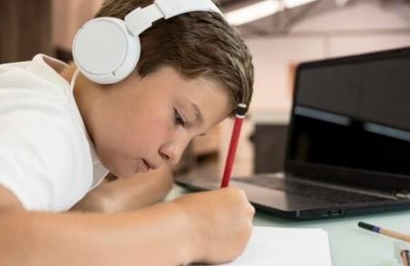 На Львівщині більше ніж півсотні шкіл із понеділка перейдуть на дистанційне навчання