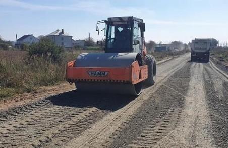 У Миколаївському районі на Львівщині ремонтують автодорогу між Дроговижем і Дубиною