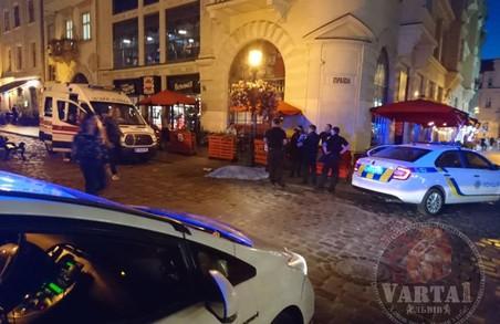 У самому центрі Львова, на площі Ринок помер чоловік