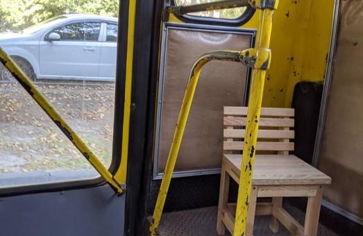 У Львові їздить маршрутка із оригінальним заднім сидінням