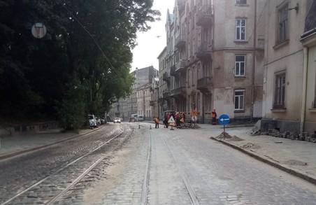 На вулиці Вітовського у Львові замінили 36 метрів аварійних колій