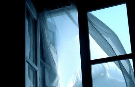 У Львові 10-річний хлопчик випав із вікна багатоповерхівки