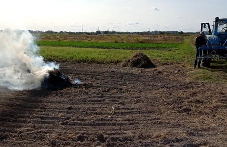 На Львівщині державні екоінспектори борються із паліями сухої трави