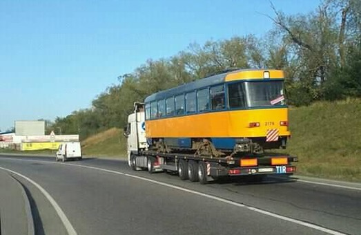Через Львівщину на схід везуть синьо-жовті трамваї