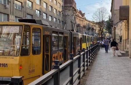 У центрі Львова в  «годину пік» призупинився рух трамваїв