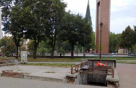 У Львові горіла закинута вбиральня біля пам'ятника Степану Бандері
